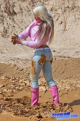 https://flic.kr/p/7zsWNw | girl_fully_covered_in_mud_001