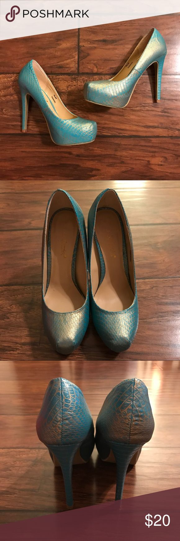 Shoe Dazzle Teal and Gold Snakeskin Pattern Heels Super cool Teal and Gold snakeskin pattern heels in excellent used condition! Come with original box Shoe Dazzle Shoes Heels