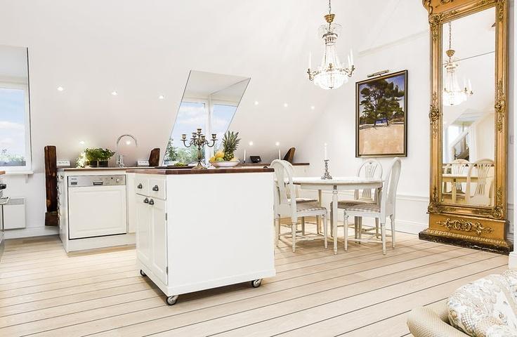 Kök köksö barbord : Köksö pÃ¥ hjul En köksö har specialbyggts med hjul för att enkelt ...