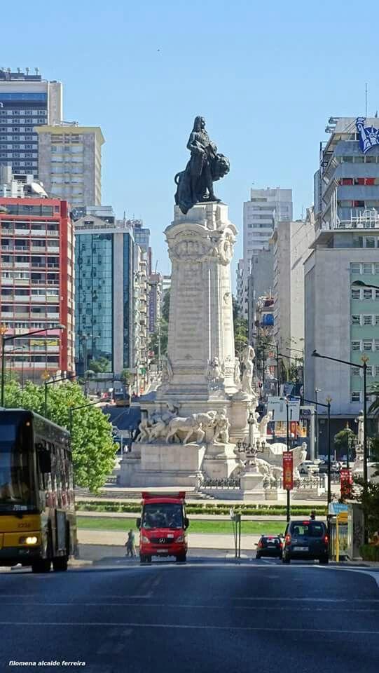 Estátua de Marquês de Pombal que originou a famosa rotunda do Marquês de Pombal em Lisboa, Portugal.