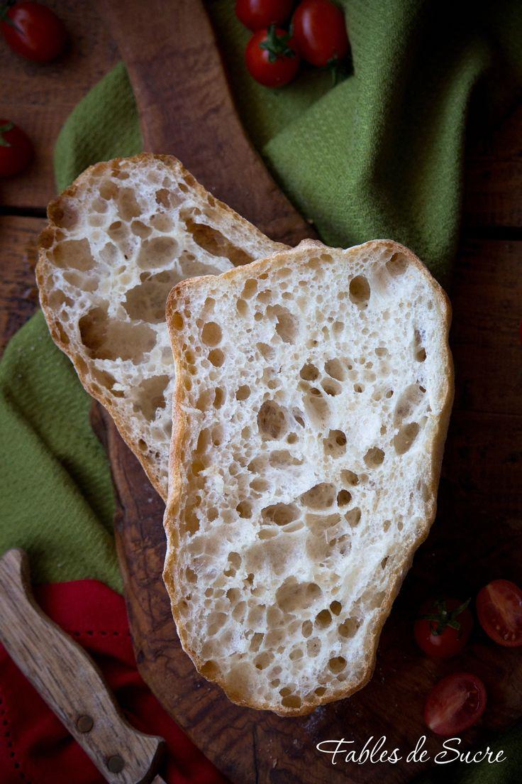 Le famose ciabatte del Maestro Piergiorgio Giorilli tutta biga, aggiungerei anche tutte buchi. Mollica filante, leggera e crosta sottile, buonissime.