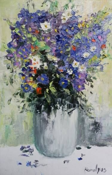 Vase withe purple flowers