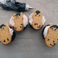 DIY easy horse cupcakes with nutter butters
