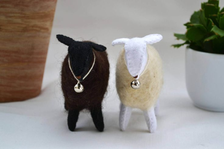 Felt sheep - waldorf sheep - lamb - black and white sheep - waldorf toy - season table - Easter by AdelOlteszet on Etsy