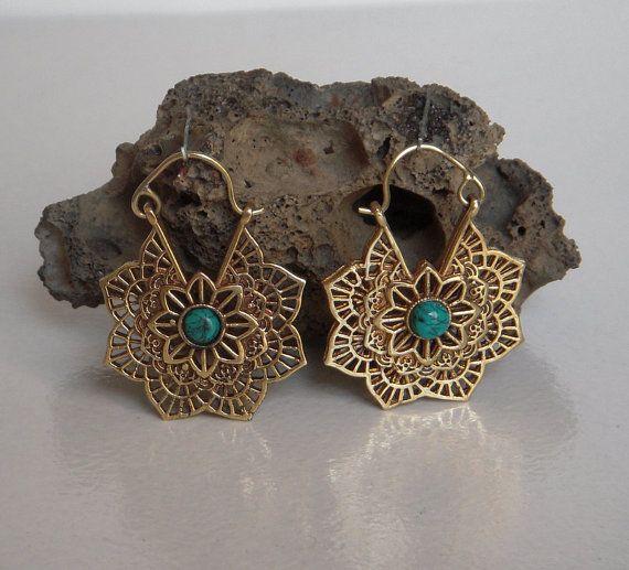 Een messing Hoop Earring / Turquoise stenen Brass Hoop door Shlok