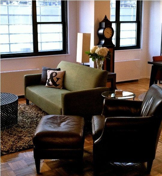 17 best ideas about green couch decor on pinterest green sofa green sofa design and emerald for Living rooms with olive green couches