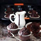 Buongiorno a tutti!! 😀 NUOVO POST sul blog, vi consiglio caldamente di venire a dare un' occhiata!! 😉 Credo di aver trovato la ricetta perfetta per realizzare i MUFFIN AL CIOCCOLATO!🍫🍫🍫