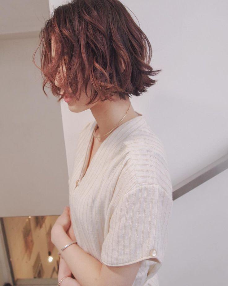 """613 Likes, 1 Comments - 安藤圭哉 SHIMA PLUS1 stylist (@andokeiya) on Instagram: """"古着 や ヴィンテージアイテム などに合わせたヘアデザインを 提案します . ナチュラルだけど 絶妙なこだわりってスゴイ大事ですよね☝️ .  #shima #切りっぱなし #roku #ボブ…"""""""