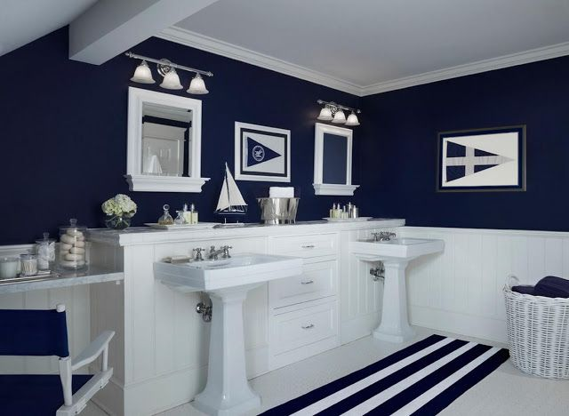 Paint color for small bathroom with little natural light for Small bathroom navy
