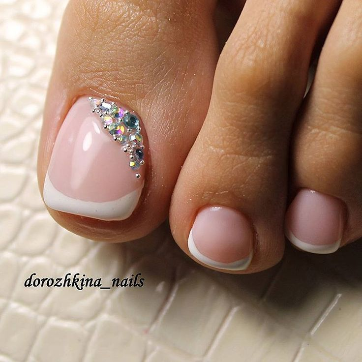 French-Rhinestone Toe NailArt
