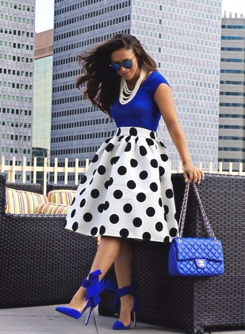 polka dots midi skirt- Volume puffy midi skirt outfits http://www.justtrendygirls.com/volume-puffy-midi-skirt-outfits/