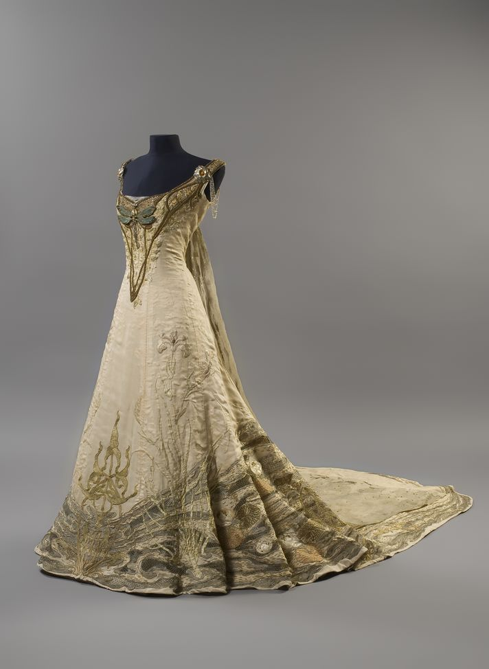 Art Nouveau style gown designed by the French architect, painter and sculptor, Victor Prouvé. The dress was likely created in the year 1900 or 1901, and was put on display at the Salon de la Sociéte National des Beaux-Arts. The piece uses beautiful details and embroidery depicting the theme of spring. It can still be seen on display at The Musée de l'École de Nancy in Lorraine.