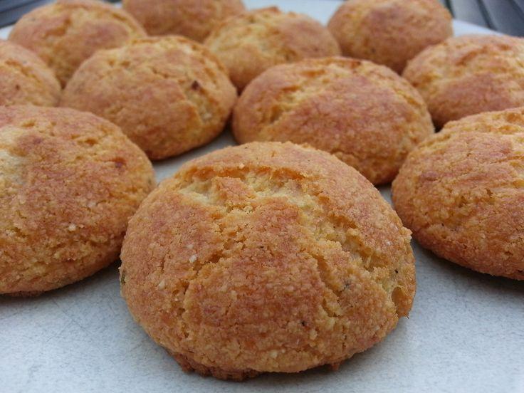 Deze koolhydraatarme kaaskoekjes die natuurlijk ook granenvrij zijn, zijn echt te lekker! Voor jong en oud. Bij ontbijt of bij de borrel. Het smaakt altijd!