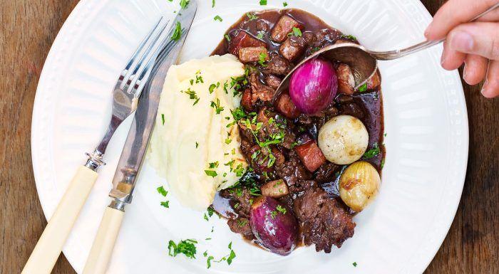 Lammgryta med rökt sidfläsk, steklök och potatis- och rotselleripuré