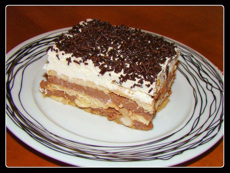 Έχω μια αδυναμία στα μπισκοτογλυκάκια!Γι'αυτό και προσπαθώ να εξαντλήσω όλες τις παραλλαγές που υπάρχουν! Υλικά: 1 πακέτο μπισκότα πτι μπερ 1 φακελάκι άνθος αραβοσίτου σοκολάτα 550γρ γάλα+220γρ για την σαντιγί 6 κ.σ ζάχαρη 1 φάκελο Garni Λίγο γάλα ζεστό και κονιάκ για το βούτηγμα των μπισκότων Εκτέλεση: Σε ένα μικρό κατσαρολάκι βάζουμε τα 550γρ γάλα,την …