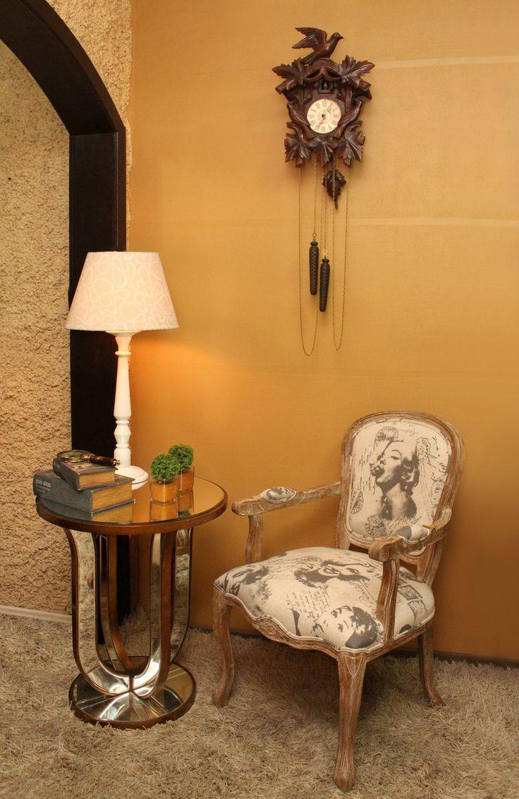 OnLine Atelier - Loja Virtual - arte - decoração - design - Poltrona Clássica Marilyn Monroe ref 001034 em madeira de carvalho, estofada com tecido 30% linho e 70% poliéster. Mesa Lateral Espelhada de cor cobre com 4mm de espelho chanfrado e estrutura em MDF pintado com 60 x 60 x 70cm. Pronta Entrega Informações: (54) 9165-9726 onlineatelier@hotmail.com