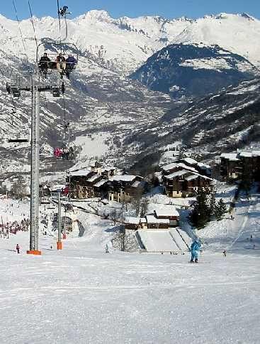 La France, l'une des premières destinations de ski au monde : En 2012, la France s'est classée première destination mondiale pour le ski, devant les Etats-Unis et l'Autriche. Grâce à de bonnes conditions d'enneigement et d'ensoleillement, les stations de ski françaises devraient cette année encore attirer des vacanciers du monde entier.