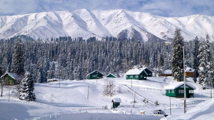 Kashmir called heaven on Earth. Know the activities and places that must be included in your visit list. #TouristAttractions #kashmir #SnowSpots #SnowActivities