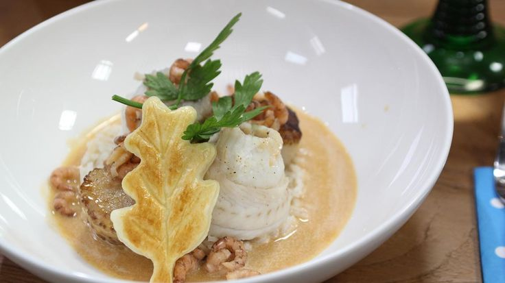 Tongrolletjes, sint-jakobsvrucht, grijze garnalen en kreeftensaus | VTM Koken