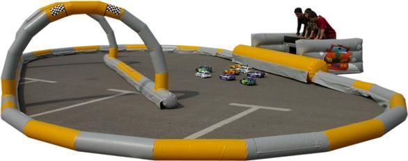 #Circuito hinchable para #coches teledirigidos. Sus medidas son 12x6 m con 25m diametro. #karts #CochesTeledirigidos #motor http://www.parquedebolas.com