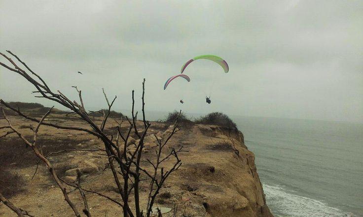 Encantador paisaje de Ancon, disfrutando del vuelo en parapente. #ParapenteAnconSalinas #ParapenteEcuador