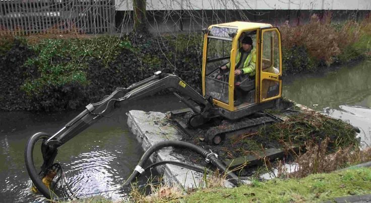 Pontoon floating a digger to dig a chanel without damaging the riverbank.