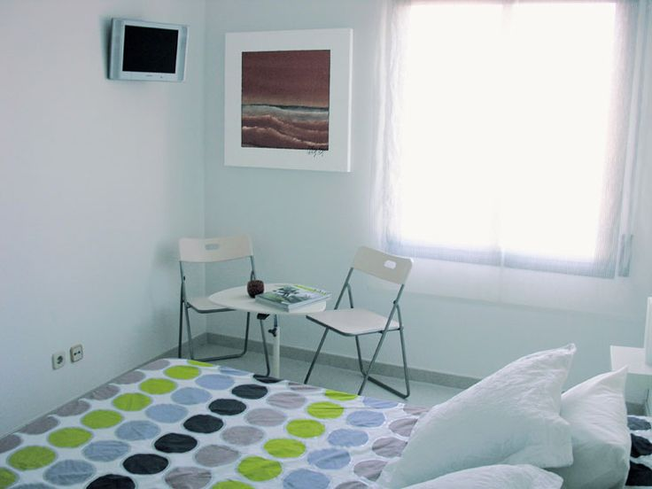 Practical low cost holiday rental apartment in Barcelona, sleeps 3 people and has access to a communal pool. Click here for more details:   http://www.akilar.com/listing--1586.html