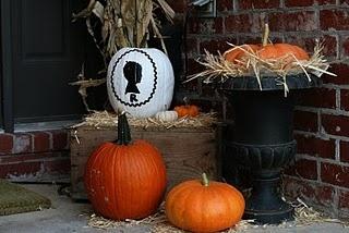 outdoor fall decor.Decor Ideas, Thanksoutdoor Fall, Fall Decor, Fall Crafts, Fall Fun, Falldecor, Fall Stuff, Outdoor Decor, Fabulous Fall