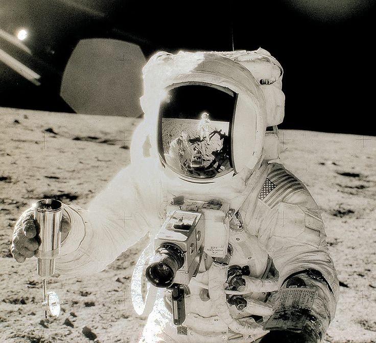 EDC [Electronic Data Camera] Camera foto lunară folosită de astronautul Edwin E. Aldrin, 1969. design: Hasselblad