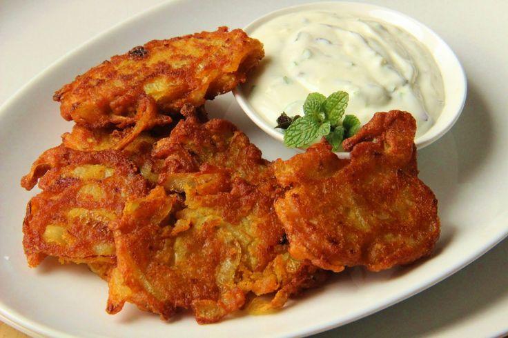 V kuchyni vždy otevřeno ...: Indické cibulové smaženky ( bhajis) s mátovou rájtou