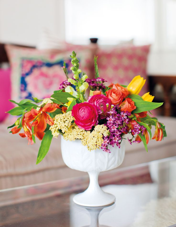 DECORATE WITH FLOWERS – INTERVIEW WITH CO-AUTHORS HOLLY BECKER AND LESLIE SHEWRING