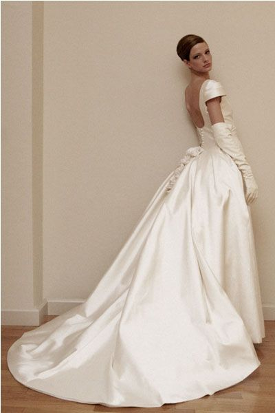 I think it is a very charming dress i believe every woman for Italian wedding dress designers