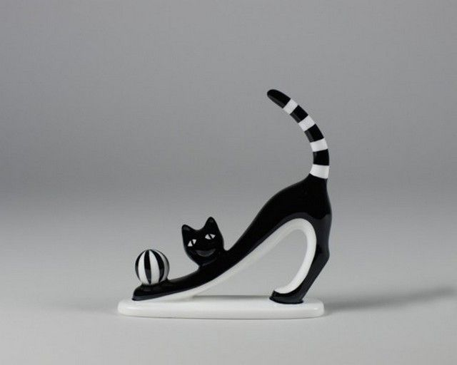 Porcelain cat figurine designed by Kazimierz Czuba and produced by Fabryka Porcelany AS Ćmielów (Poland) - 2002