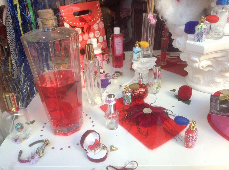 Joyas perfumas de diseño único, perfumeros personalizados que encierran tu propio perfume creado solo para ti, gel, jabones y cremas que darán distintas notas a tu perfume y todo apto para cualquier bolsillo