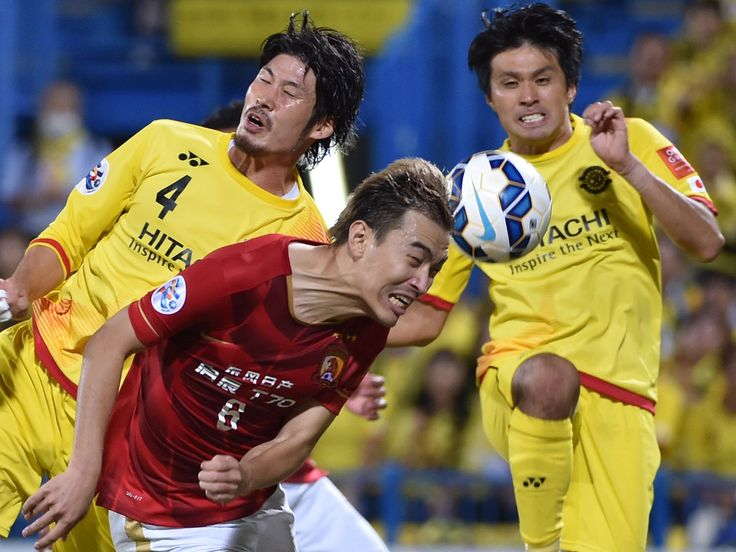 Guangzhou Evergrande defender Feng Xiaoting, center, fights for the ball against Kashiwa Reysol's Daisuke Suzuki, left, and forward Masato Kudo during the AFC Champions League quarterfinal soccer match in Kashiwa, Japan.   Kazuhiro Nogi, AFP/Getty Images
