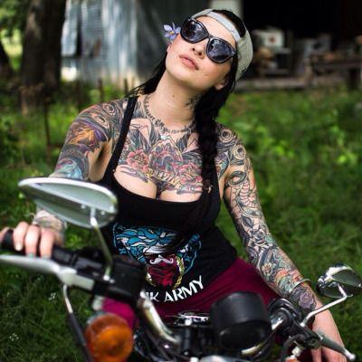 """wetsteve3: """"Több mint 30.000 igazi motoros csaj, motoros rendezvény, motorkerékpár és hihetetlen fényképek szakmai modellek pózol kerékpárok mindenféle ... Tovább közzé minden nap ... wetsteve3.tumblr.com""""."""
