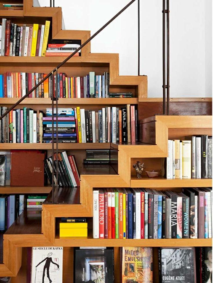 Polyvalent, l'escalier se transforme souvent en un espace utile avec du potentiel. Voici donc une sélection qui se penche sur la bibliothèque escalier