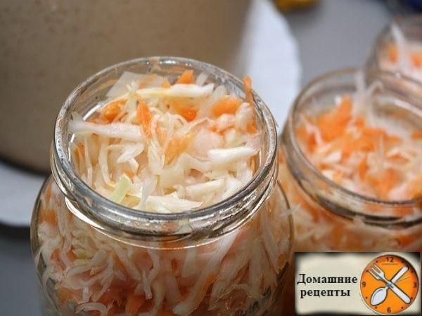 Продукты: Капуста - 3 кг, Морковка - 3 шт (крупная), Чеснок - 3-4 зубка, Уксус 9% - 200 гр, Сахара - 200 гр, Соли - 3 ст. ложки без верха, Подсолнечное масло...