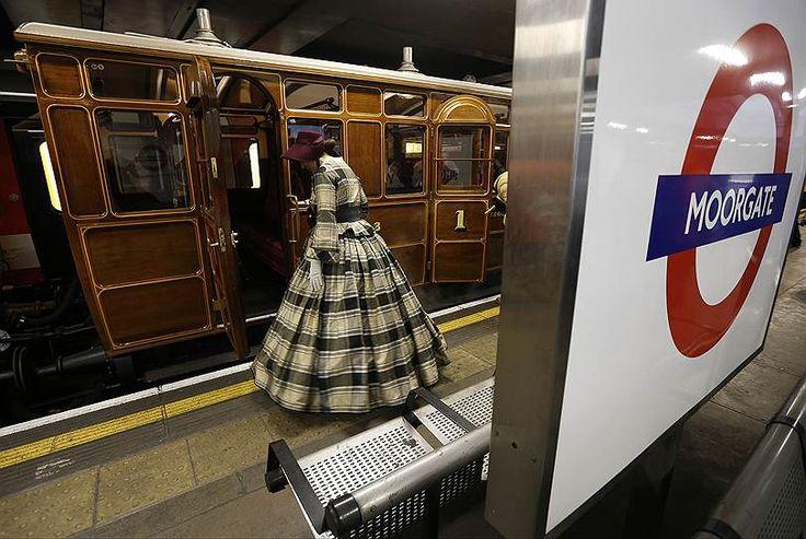Первая в мире подземка появилась в Лондоне, где в 1863 году была пущена первая линия, а в 1906 году поезда на паровозной тяге сменили поезда электрические. Сегодня лондонское метро, The Tube, является одним из крупнейших в мире