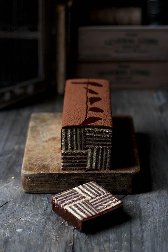 Mondrian cake, bizcocho rayado de chocolate.