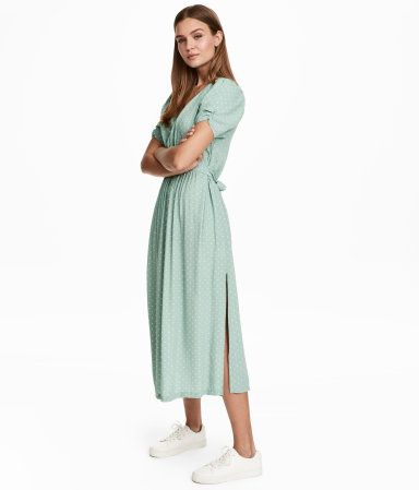 Mint green/dotted. Calf-length dress in a woven, crinkled viscose fabric with a printed pattern. V-neck, pleats at shoulders, and short puff sleeves with
