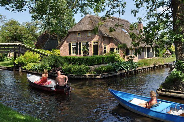 Cidade de Giethoorn, conhecida como a Veneza da Holanda;