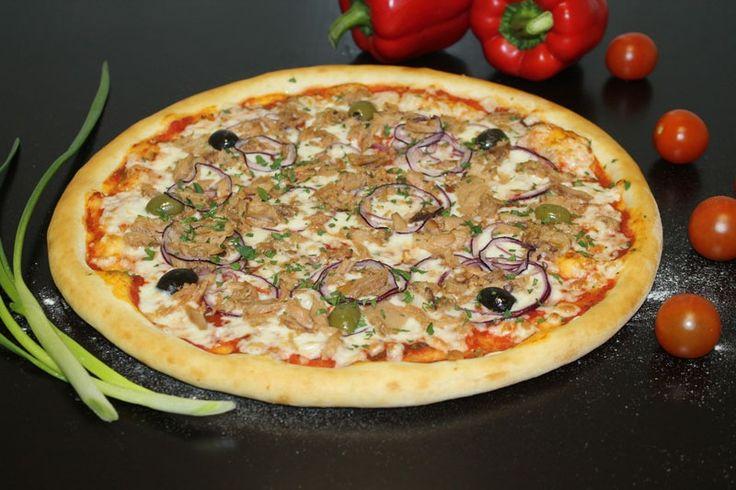 И вот настало время попробовать нашу пиццу Кон Тонно! http://elitavkusa.ru/pizza-geleznodorogniy/kon-tonno.html  Состав: Томатный соус, сыр «Моцарелла»,  лук красный репчатый, филе тунца консерв., маслины, оливки, стружка тунца,  зелень.  Цена: 430 рублей  Доставим вкусняшки быстрее молнии по Железнодорожному🚀  👌Вкус удовольствия - оторваться невозможно!👌