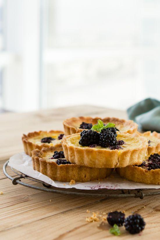 blackberry custard tartlets ++ sips and spoonfuls: Desserts, Mom Pies, Blackberries Custard, Amazing Tarts, Baking Yumyum, Custard Tartlets, Sweet Tooth, Custard Tarts, Blackberries Tartlets