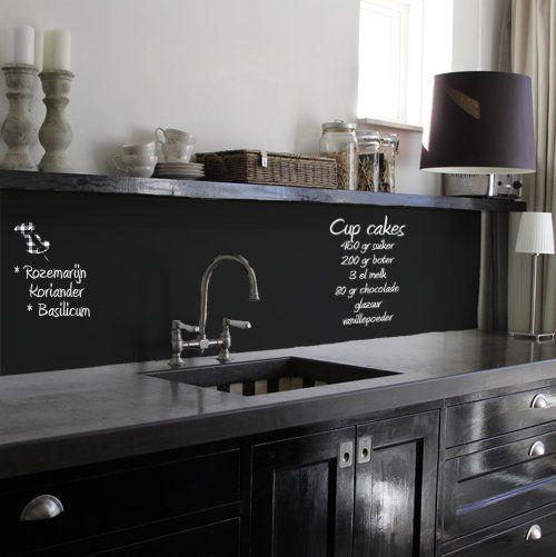 Krijtbord Achterwand Keuken : Chalkboard Painted Backsplash