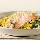 Gegratineerde zalm op een bedje van spaghetti en spinazie - recept - okoko recepten