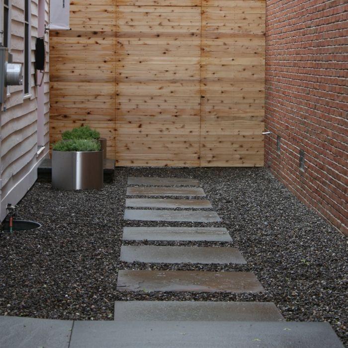 111 Gartenwege Gestalten Beispiele 7 Tolle Materialien Fur Den Boden Im Garten In 2020 Gartenweg Gestalten Gartenweg Gartenfliesen