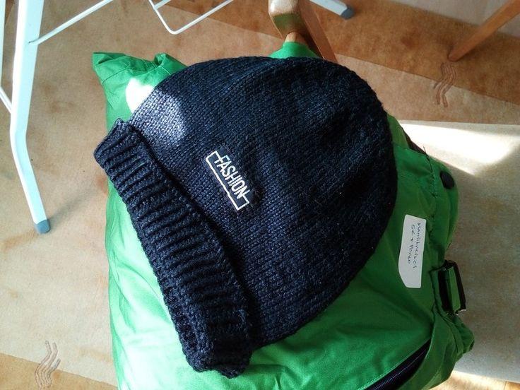 Grüne Skihose und schwarze Mütze
