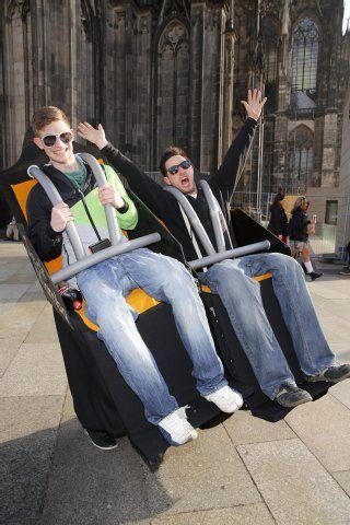 Irres Kostüm: Diese Achterbahn hat der EXPRESS-Fotograf am Kölner Dom getroffen.