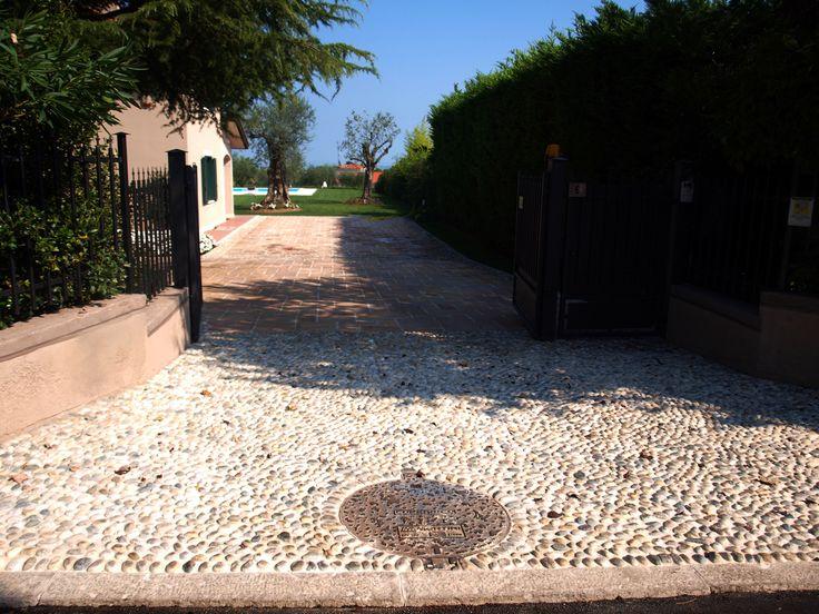 #appiaanticasrl #stone #pietra #palosco #bergamo #brescia #pavimenti #garden #flooring #wall #pavimenti #ciottolifiume #posa #flower #grigio
